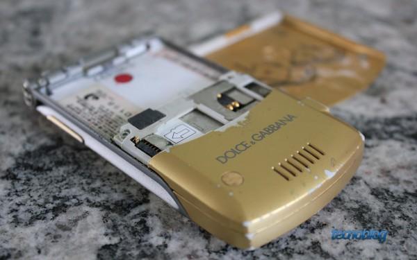 Tem slot pra cartões microSD!
