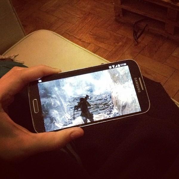 Tomb Raider no smartphone, um oferecimento Chrome Remote Desktop (só não dá para jogar direto do smartphone... :/)