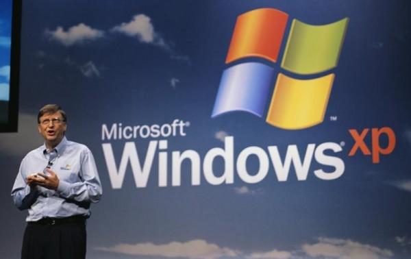 Bill Gates no lançamento do Windows XP em outubro de 2001