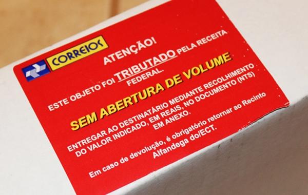 Receita vai apertar cerco às importações via web Taxacao_correios
