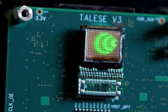 O holograma gerado pelo chip