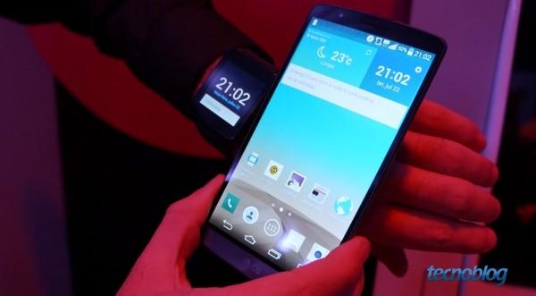 LG G3 e sua tela Quad HD (ao lado, um relógio G Watch)