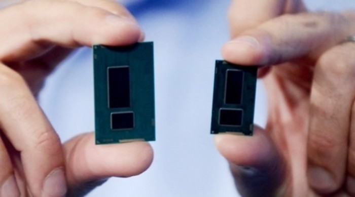 Chip de 22 nanômetros (à esquerda) versus chip de 14 nanômetros