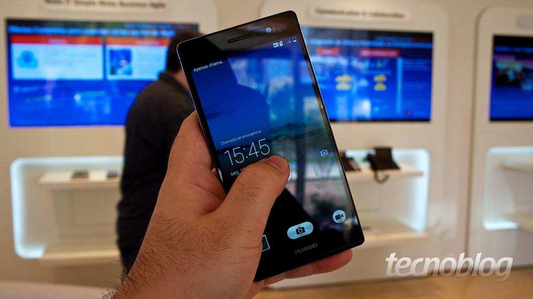 Influências da concorrência: deslize o dedo para cima para revelar o app de câmera