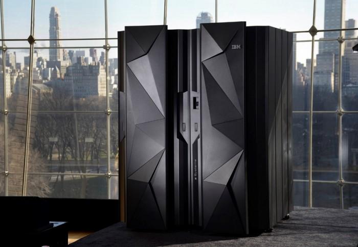 Parece uma geladeira do futuro, mas é o IBM z13