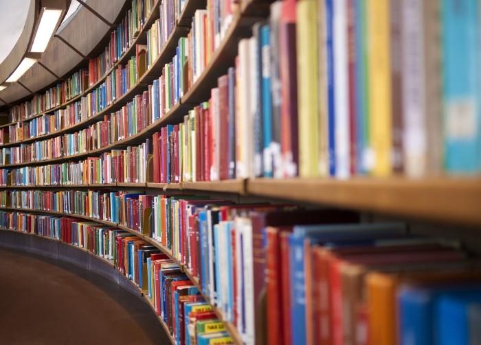 Livros - prateleira