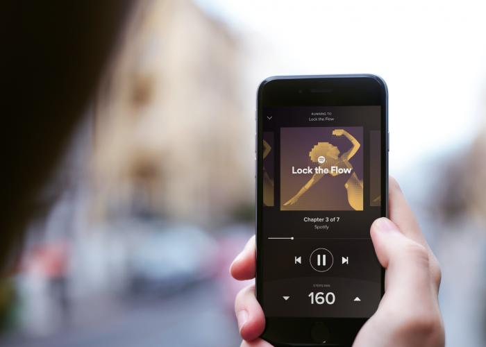 O Spotify oferece acesso a um enorme acervo de músicas.