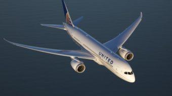 United e Delta cobrem câmeras em assentos de avião