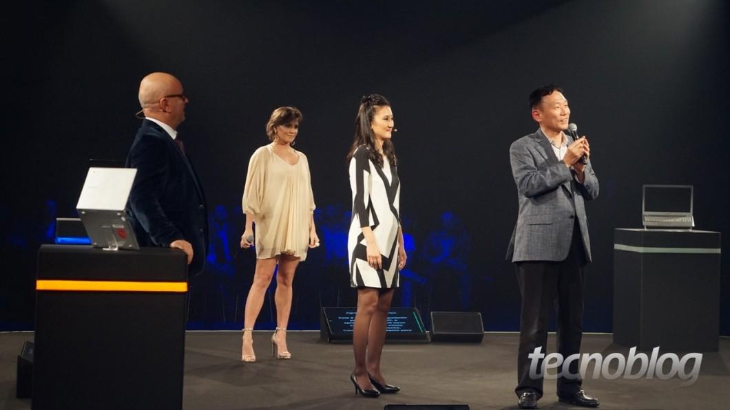 """Marcelo Tas, Deborah Secco, Sandra Chen e """"Mr. Park"""" (presidente da Samsung Brasil)"""