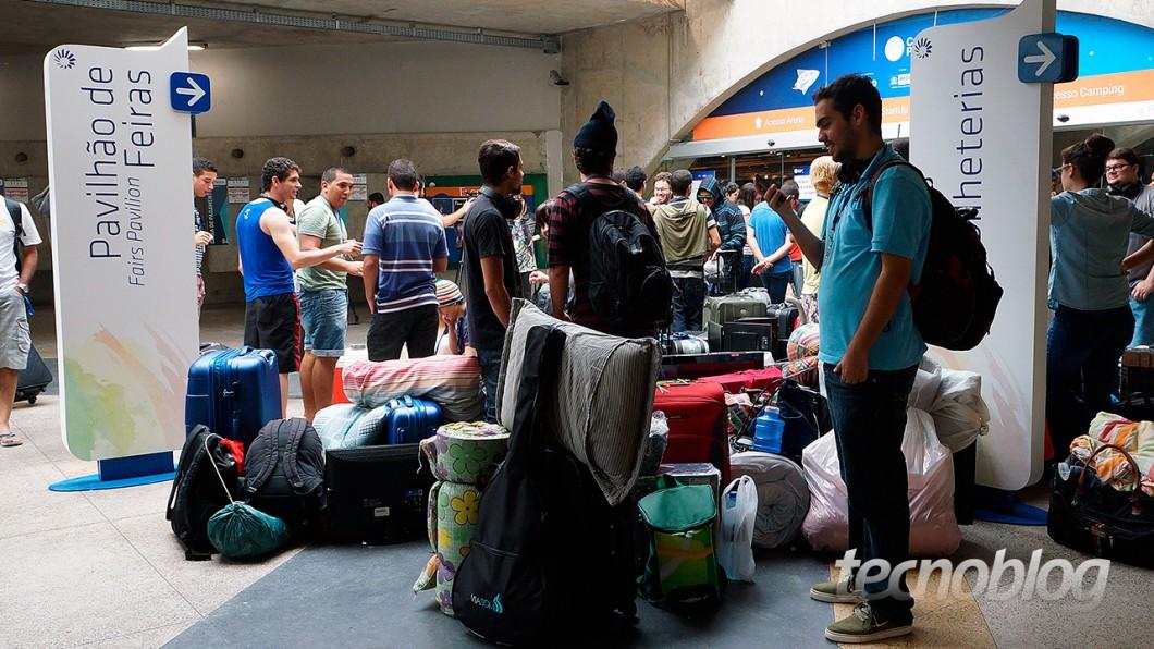 E outras já esperam na entrada da área fechada da Campus Party