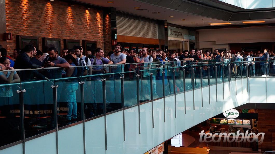 No quinto andar do Shopping Vila Olímpia, grandes filas eram formadas em frente ao teatro