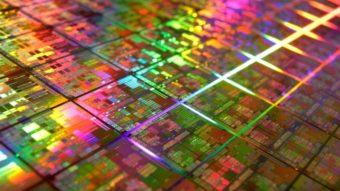 Intel adia lançamento de chips com 10 nanômetros. Lei de Moore chegando ao fim?