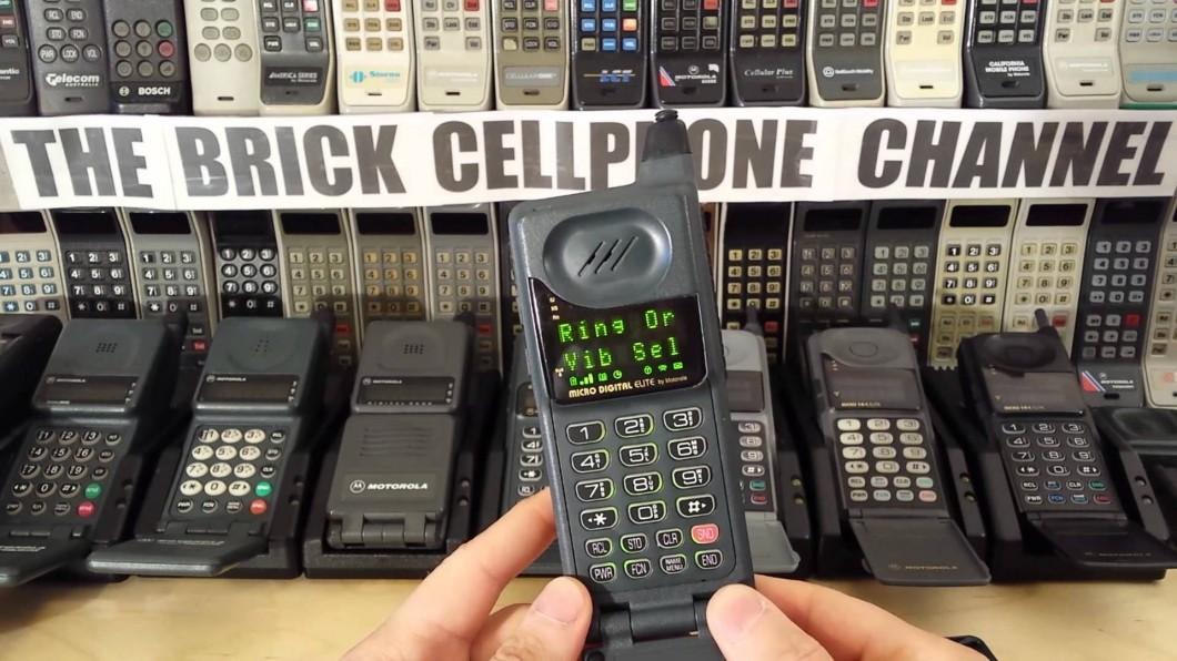 Motorola MicroTAC Elite, um sonho de consumo do início dos anos 90 (Foto: Reprodução/Vintage Cellular Mobile Phones)