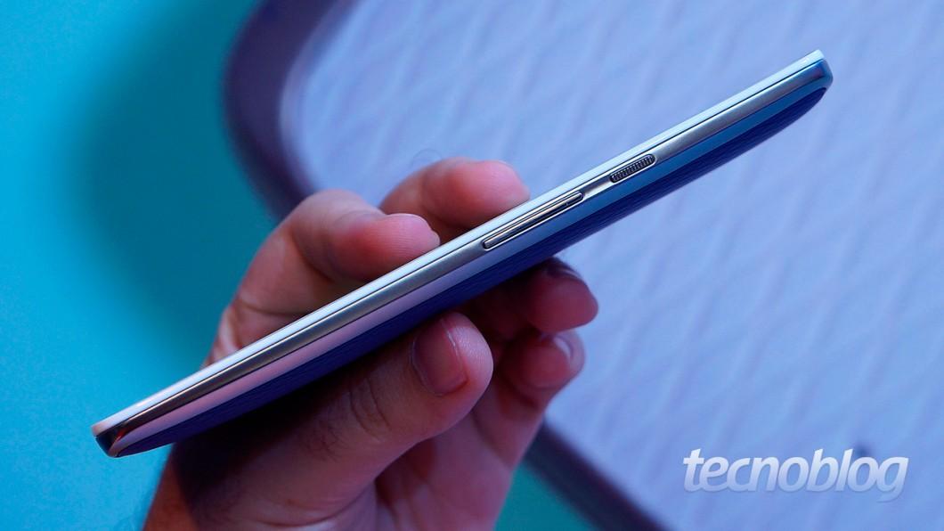 Moto X Play: a lateral também ganhou novo acabamento