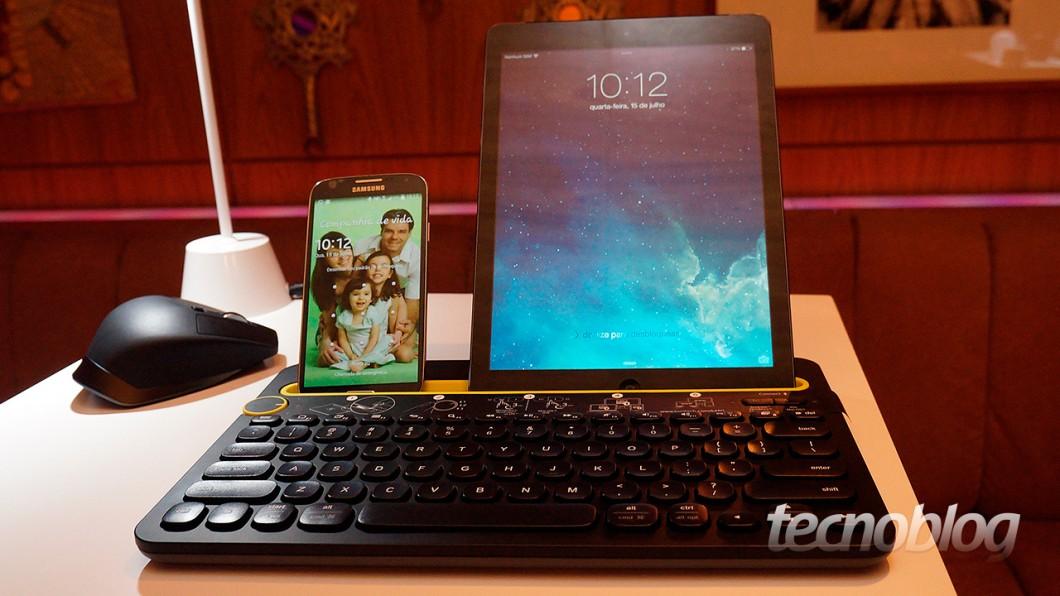 K480, o teclado da Logitech para quem tem vários dispositivos (ao fundo, o mouse MX Master)