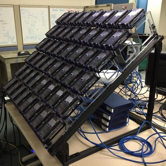 Os 48 chips trabalhando em conjunto