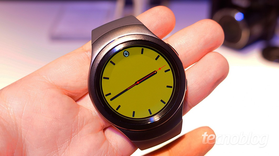 Um dos mostradores customizados para o relógio. São vários estilos. (Foto: Paulo Higa)