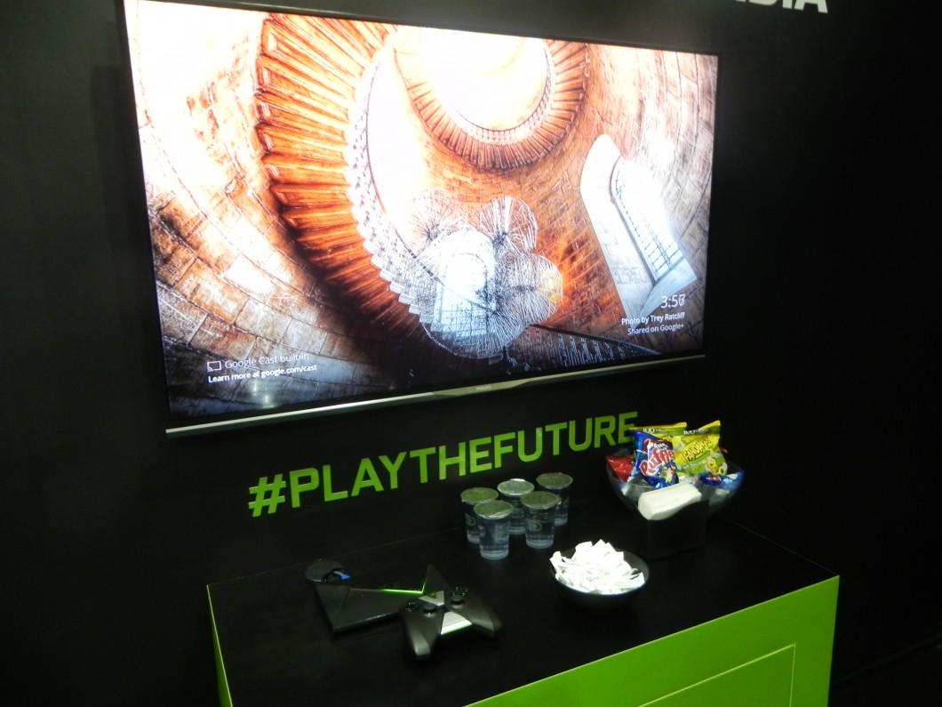 Demonstração do Shield TV em uma sala fechada no estande da Nvidia na Brasil Game Show