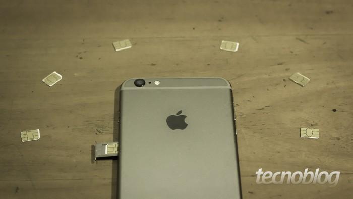iPhone rodeado por SIM Cards/chips