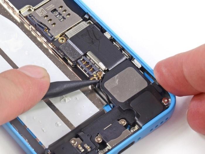 Chip NAND, de onde possivelmente os dados foram copiados para acessar o iPhone de Farook