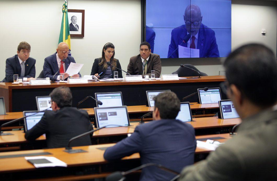 Esperidião Amin (2º à esquerda): bloqueio de aplicativos deverá ser objeto de destaque ou de pedido de votação em separado. (Foto: Antonio Araújo / Câmara dos Deputados)