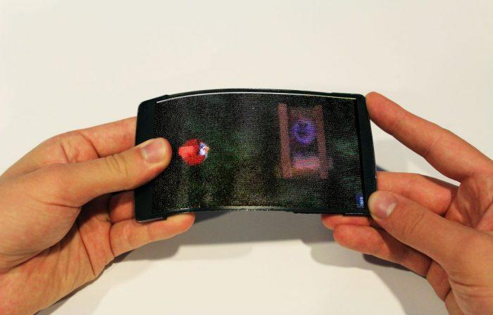 No HoloFlex você joga Angry Birds flexionando o aparelho