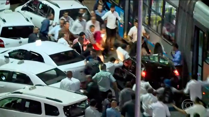 taxi-protesto-carro-preto