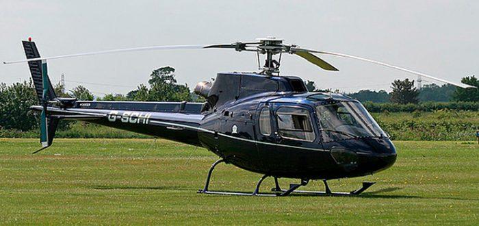 Eurocopter Ecureuil, mais conhecido como Esquilo, que transporta cinco passageiros na Helimarte.