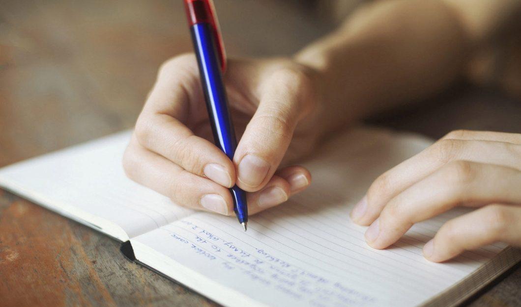 Escrevendo à mão