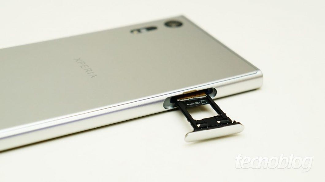 O Xperia XZ suporta microSD de até 256 GB, mas a opção de usá-lo como memória interna não está habilitada