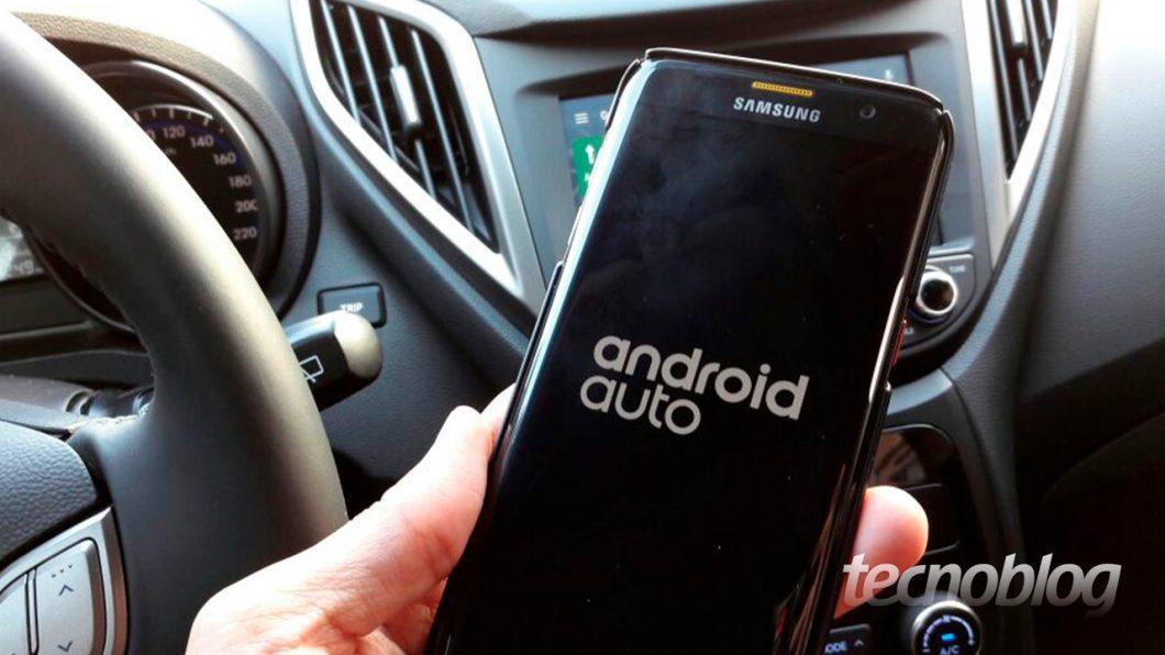 """E esse é o primeiro ponto de diferença para o Android Auto  o celular  precisa ser obrigatoriamente conectado a um cabo USB para a central """"abrir""""  o sistema, ... ddcdaf5cb1"""