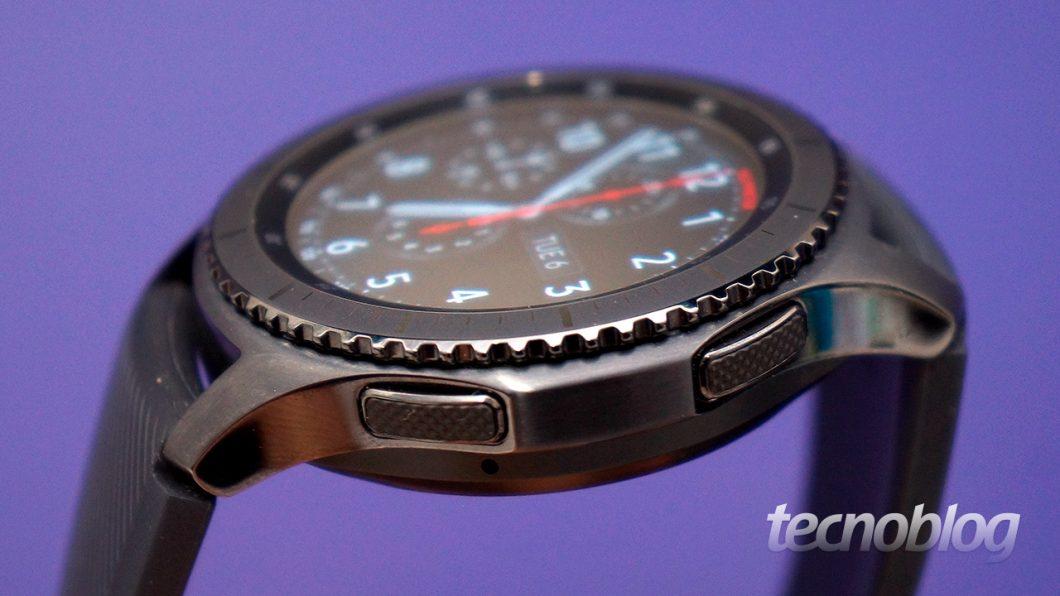 15d38896157 O design é certamente um dos fatores mais importantes na escolha de um  relógio (e talvez o mais importante para muita gente). O Gear S3 não  decepciona  ...