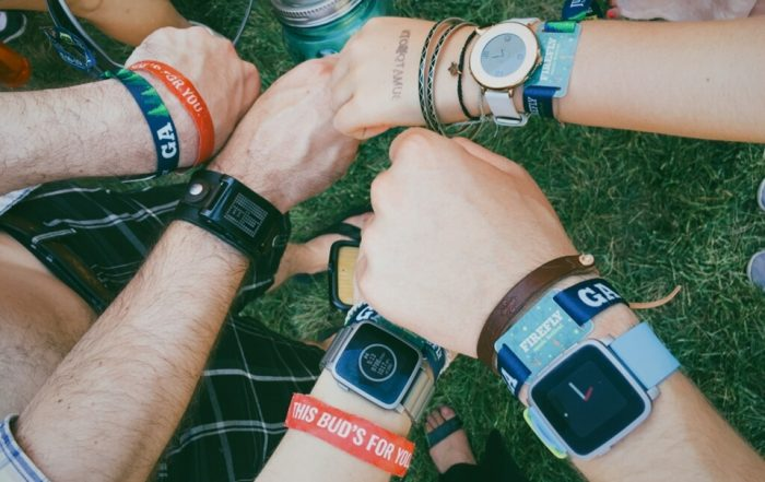 A Pebble está morta, mesmo tendo sido comprada pela Fitbit