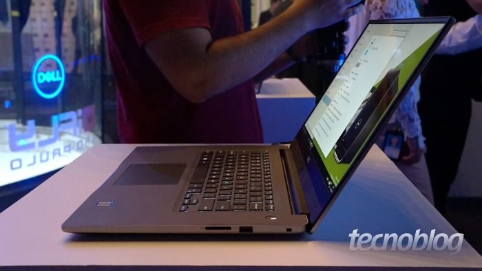 Já o Dell Inspiron 15 7000 só tem a cor prata