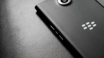 """BlackBerry """"volta"""" em 2021 em celular 5G com teclado físico"""