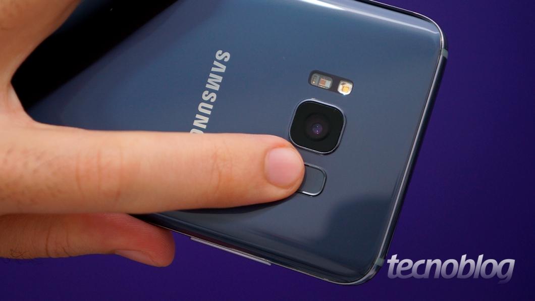 51111f901 O que não tem como perdoar na Samsung é a posição do leitor de impressões  digitais. Eu já falei em outros reviews por que a localização na traseira é  ruim e ...