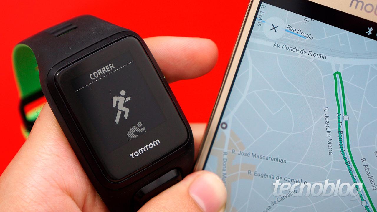 37a6a76861a A terceira geração do relógio com GPS da TomTom chegou ao mercado  brasileiro com uma penca de versões (e preços) diferentes. O Runner 3 é  focado em ...