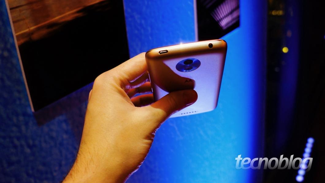 O Moto C Plus tem 8,9 mm de espessura