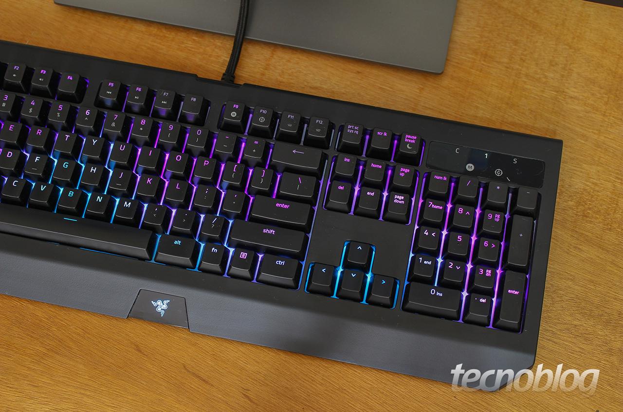Review Razer BlackWidow Chroma V2: é colorido, mas é caro