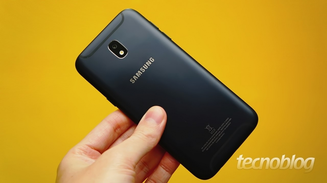 """A Samsung finalmente mudou a moldura que envolve a câmera; agora ela não é mais um """"calombo"""""""
