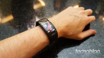 Gear Fit 2 Pro é a pulseira da Samsung que gosta de nadar