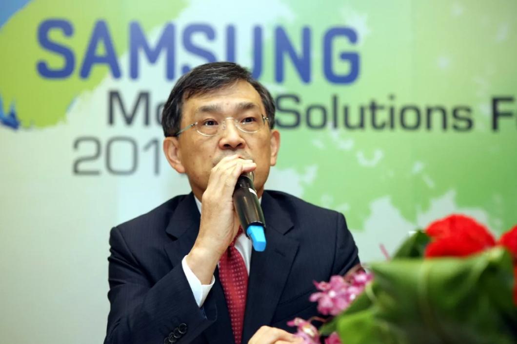 Samsung à deriva: CEO demite-se após prisão do filho do presidente