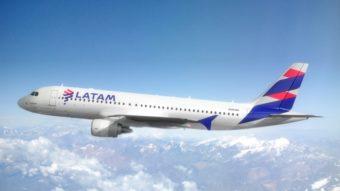 Latam tem sistema de entretenimento com falha de segurança nos aviões