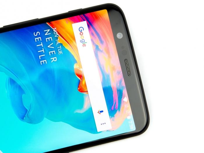 Câmera frontal do OnePlus 5T. Foto: Ars Technica