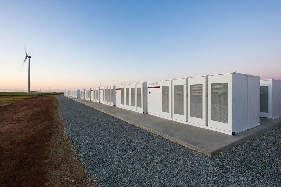 Tesla constrói a maior bateria do mundo em 100 dias