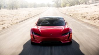 Elon Musk quer que Tesla Roadster flutue no ar usando propulsor de foguete