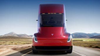 Caminhão elétrico da Tesla faz sua primeira entrega de carga