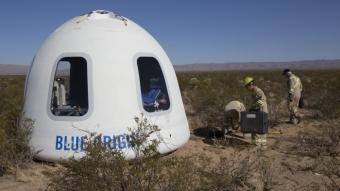 Blue Origin lança e pousa cápsula que levará turistas para o espaço