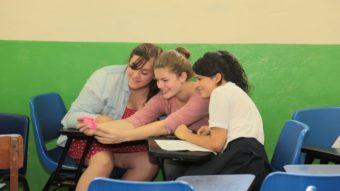 O governo deveria banir o uso de celulares nas escolas?
