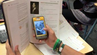 França aprova lei que proíbe uso de celulares nas escolas